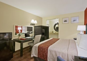 Red Roof Inn – Tulare
